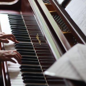 photo piano mains