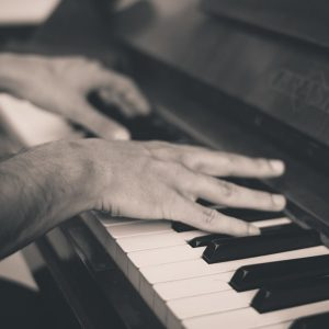 photo piano et mains